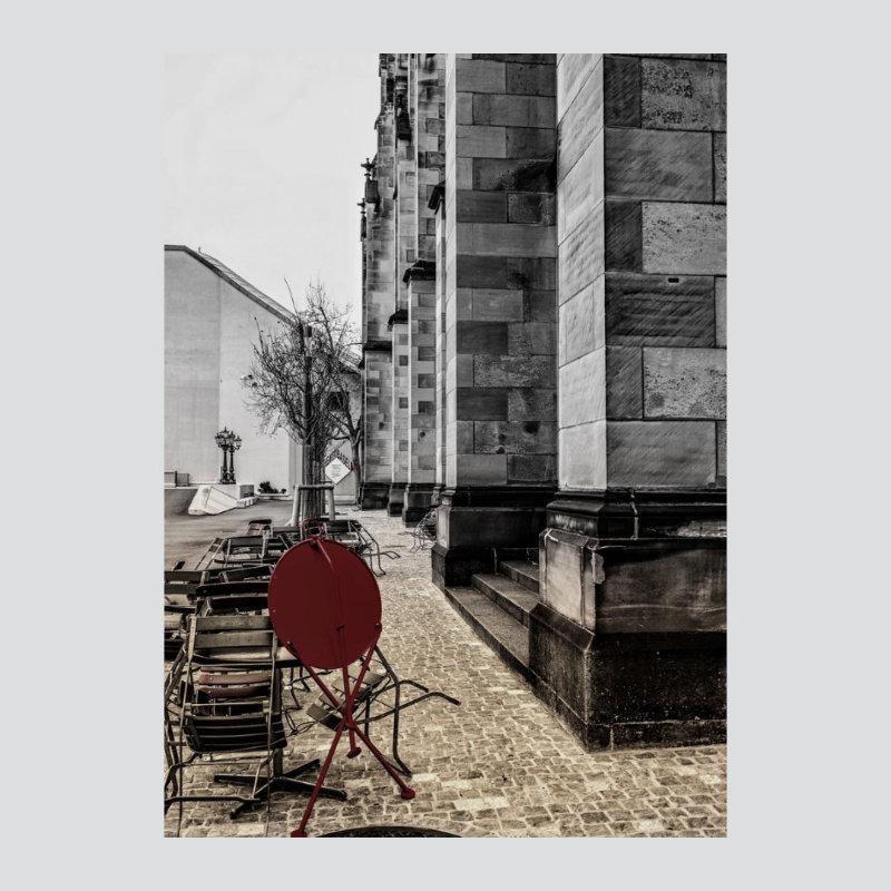 Nguyen-Michael-Der-rote-Tisch-Foto-a.LW-120x80-490E.jpg